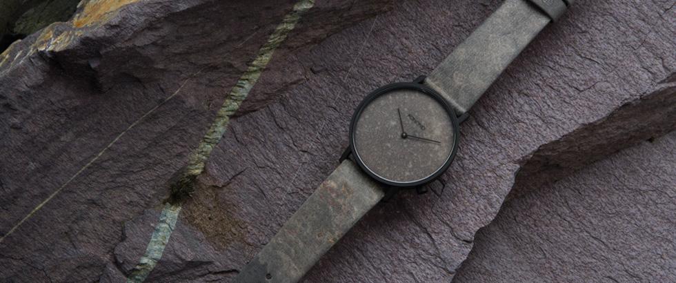 ベルギー・アントワープ発のアクセサリーブランド、コモノ(KOMONO)から、新作腕時計「ザ スレート(The Slate)」がデビュー
